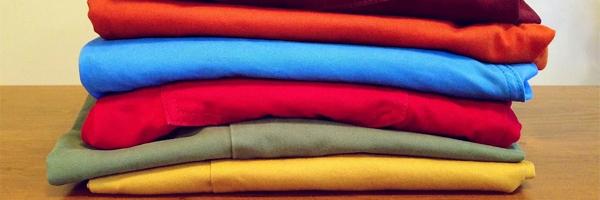 Hvad skal du gøre med dit gamle tøj 3 tips til at rydde op i dit klædeskab Doner tøjet - Hvad skal du gøre med dit gamle tøj? 3 tips til at rydde op i dit klædeskab