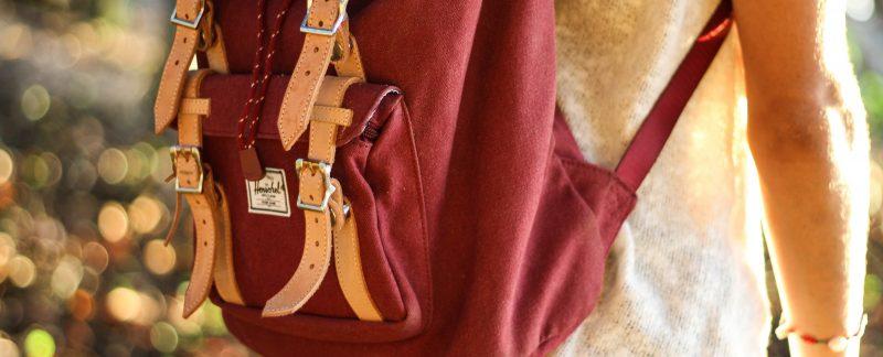 jeremy bishop cEDzAukBYIc unsplash 800x324 - Bliv klar til skolestart med en populær Herschel skoletaske